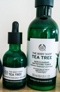 The Bodyshop Tea tree anti-imperfection solution drops (left) and Tea skin clearing mattifying toner (right)